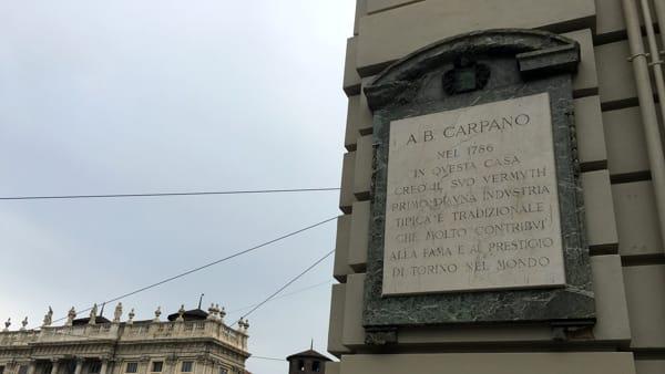 Carpano targa in piazza Castello-2
