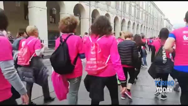 L'ondata rosa delle 20.000 che ha invaso il centro contro il cancro