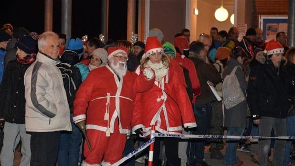 StraBricherasio in notturna: la corsa dei Babbi Natale