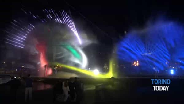 I droni non scaldano piazza Vittorio: lo spettacolo inizia in ritardo e 10.000 spettatori meno del previsto
