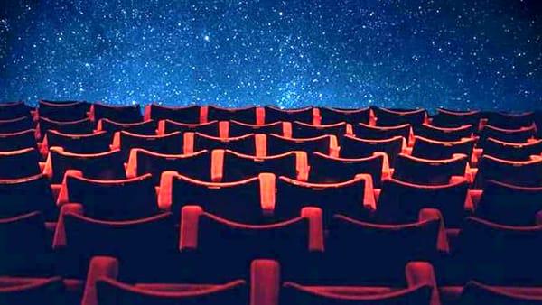 """""""Cinema sotto le stelle """" a La Loggia"""