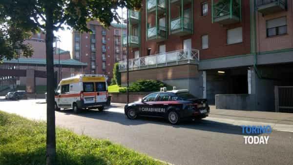 ambulanza carabinieri suicidio via Rosai Torino-2