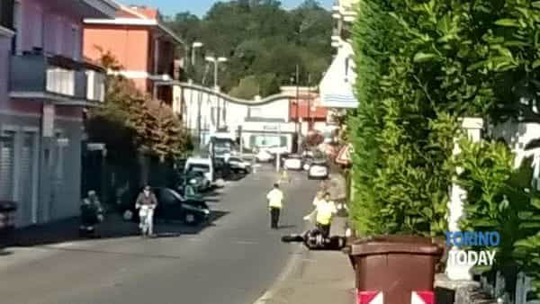 Incidente all'incrocio: automobilista illesa, motociclista trasportato in ospedale
