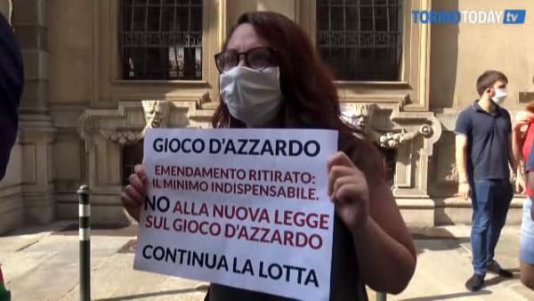 """Gioco d'azzardo, la protesta contro la decisione della Regione di modificare la legge: """"È in gioco la vita"""""""