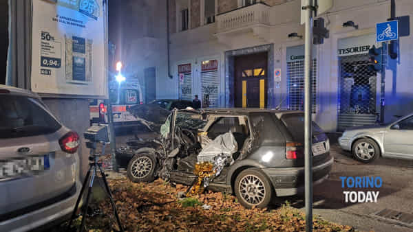 La Volkswagen Golf rimasta distrutta nell'incidente
