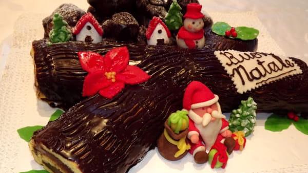 Tronchetto Di Natale Zafferano.I 12 Dolci Piemontesi Fondamentali Per Le Feste Di Natale