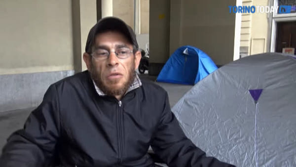 30 giorni e 30 notti in tenda davanti alla Regione: la protesta record di Marco