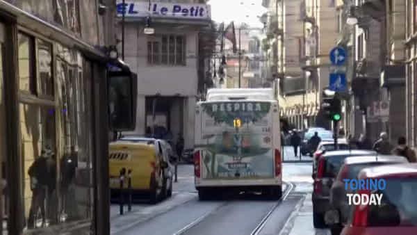 """Il giorno dei tornelli sui bus Gtt, la sindaca: """"È un sistema di civiltà"""""""