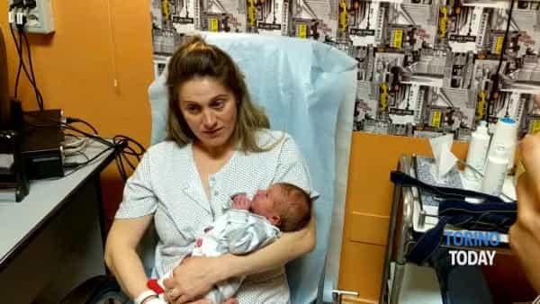 La piccola Ginevra ha avuto fretta: è nata in auto a pochi metri da casa