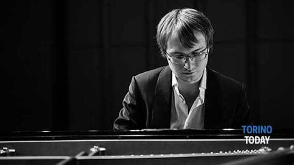 Ilya Maximov, un talento al pianoforte all'Accademia di Pinerolo