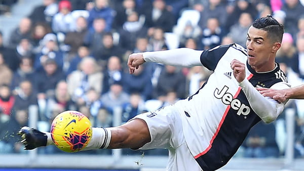 Video gol e sintesi partita Juventus-Cagliari 4-0: tripletta di Ronaldo, gol di Higuain