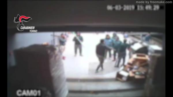 Raid punitivo con le mazze nel negozio: cinque arrestati nel campo nomadi