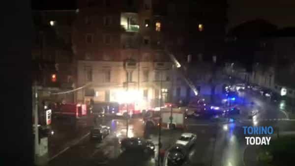 Incendio nella tabaccheria, evacuato il condominio sovrastante