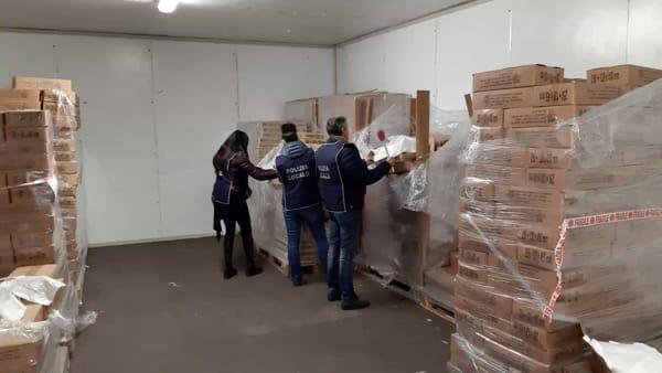 sequestro sacchetti alimenti non biodegradabili mercato porta palazzo (3)-2