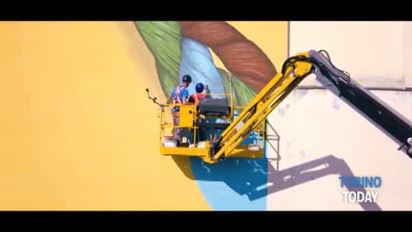 Il murale che racconta gli intrecci di Aurora, come nasce e perché