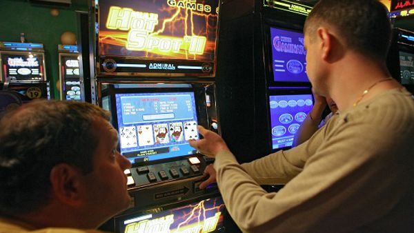 Bardonecchia, gioco illegale in due bar: trovate tre video slot manomesse