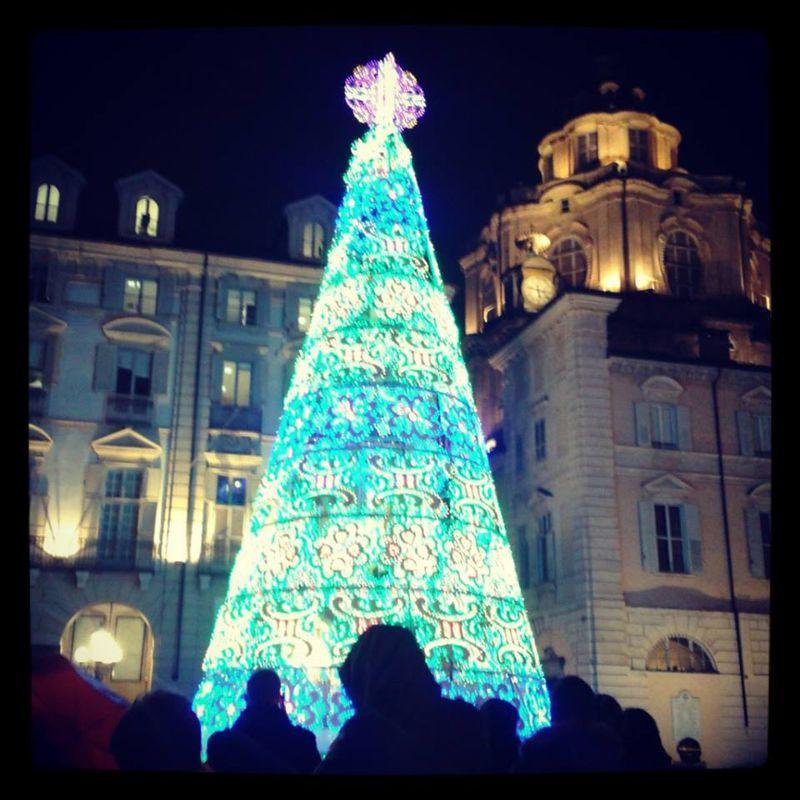 Albero Di Natale A Torino.Albero Di Natale In Piazza Castello Segnalazione A Torino