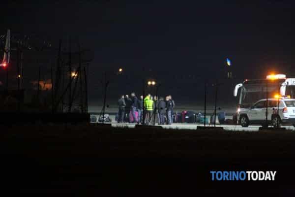 aereo-fermo-migrante-torretta-aeroporto-pertini-caselle-190108-2-2