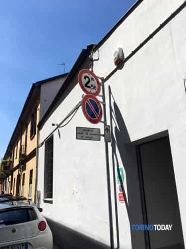 camion-abbatte-balcone-via-cirié-1905213-2
