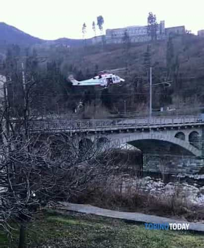 tentato-suicidio-ponte-via-roma-lanzo-elisoccorso-190304-2