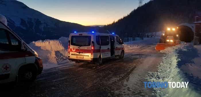 flixbus-bloccato-neve-moncenisio-190202-1