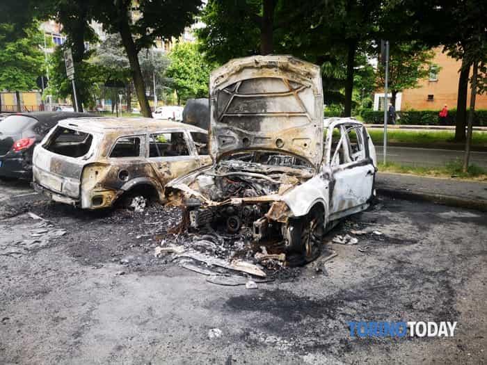 Collegno incendio auto piazza Neruda 13 5 19 1