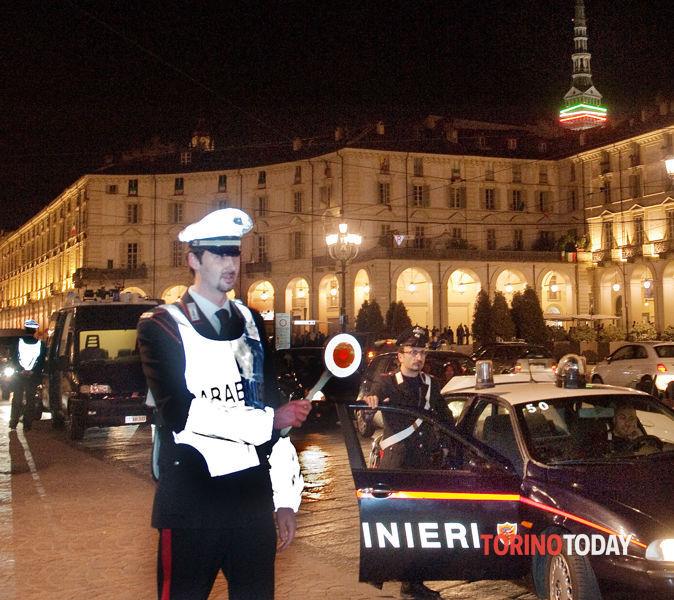 Controlli stradali carabinieri in piazza Vittorio 1