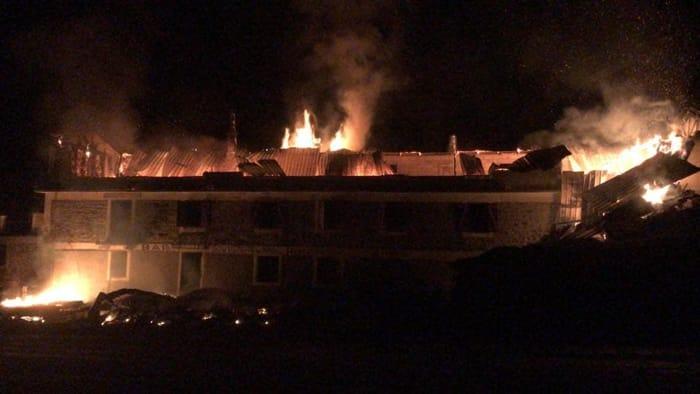 incendio-albergo-ristorante-san-nicolao-moncenisio-180915 (1)