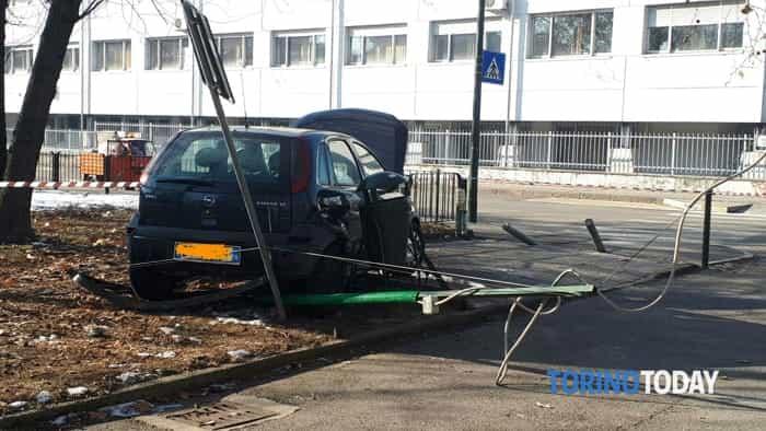 Incidente auto via Bachi Torino Dic 2017 1
